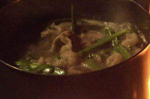 牛肉とニラの海苔鍋